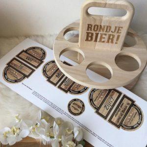 griffel-gifts-houten-tray-rondje-bier-met-bieretiket-getuige-vragen-