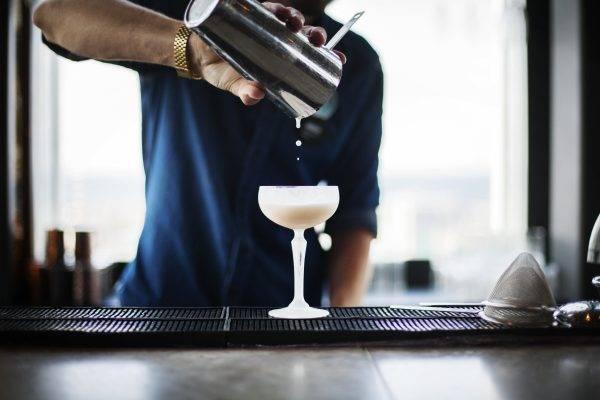 Hoe Gebruik je een Cocktailshaker?